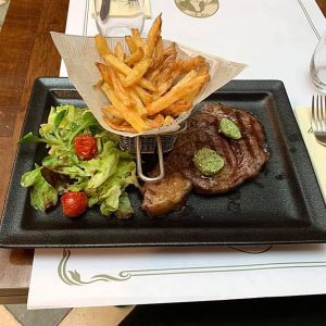 Cuisine style Bistrot, plat, bœuf, frites, salade