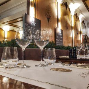 Restaurant Le Lamartine Mâcon, Table, verre, vin